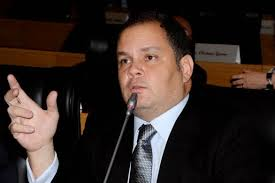 Líder do governo, Rogério Cafeteira destaca o programa Mais Asfalto