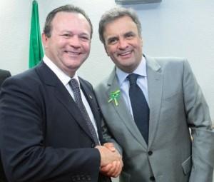 Presidente do PSDB maranhense, Carlos Brandão, com Aécio Neves