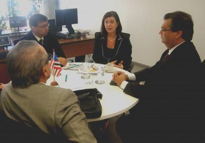 O governador Flávio e o deputado José Reinaldo em reunião com Magda na sede da ANP