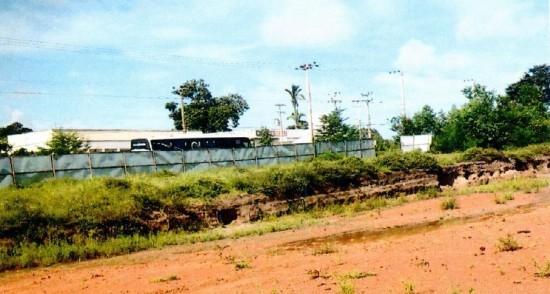 Local onde deveria ter sido construído o Hospital de Rosário só existe mato