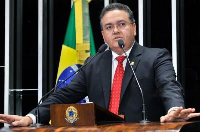 Senador Roberto Rocha entre os mais faltosos