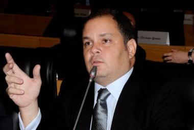 Rogério Cafeteira permanecerá na lidernça do Governo