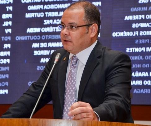 Rogério Cafeteira lamentou o comportamento da oposição contra os professores