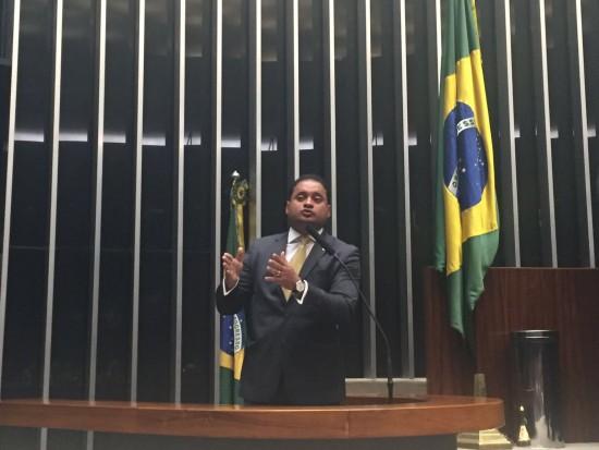 Deputado faz sua estreia na tribuna como líder da bancada do PDT