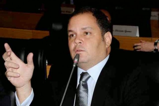 Rogério questiona falta de interesse dos bancos em preservar suas agências