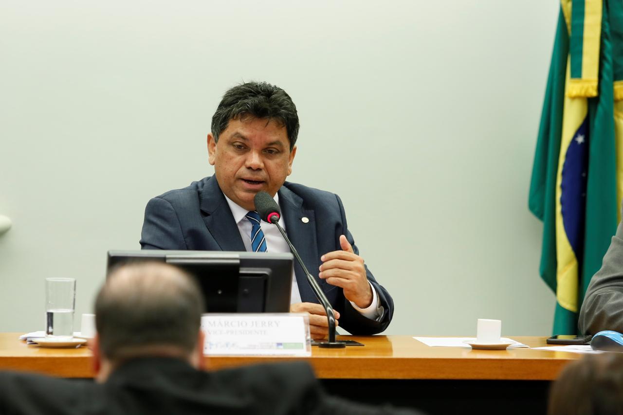 Resultado de imagem para Márcio Jerry vai pedir à PGR que apure racismo contra nordestinos na fala de Bolsonaro
